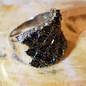Jewelry - Black spinel statement ring